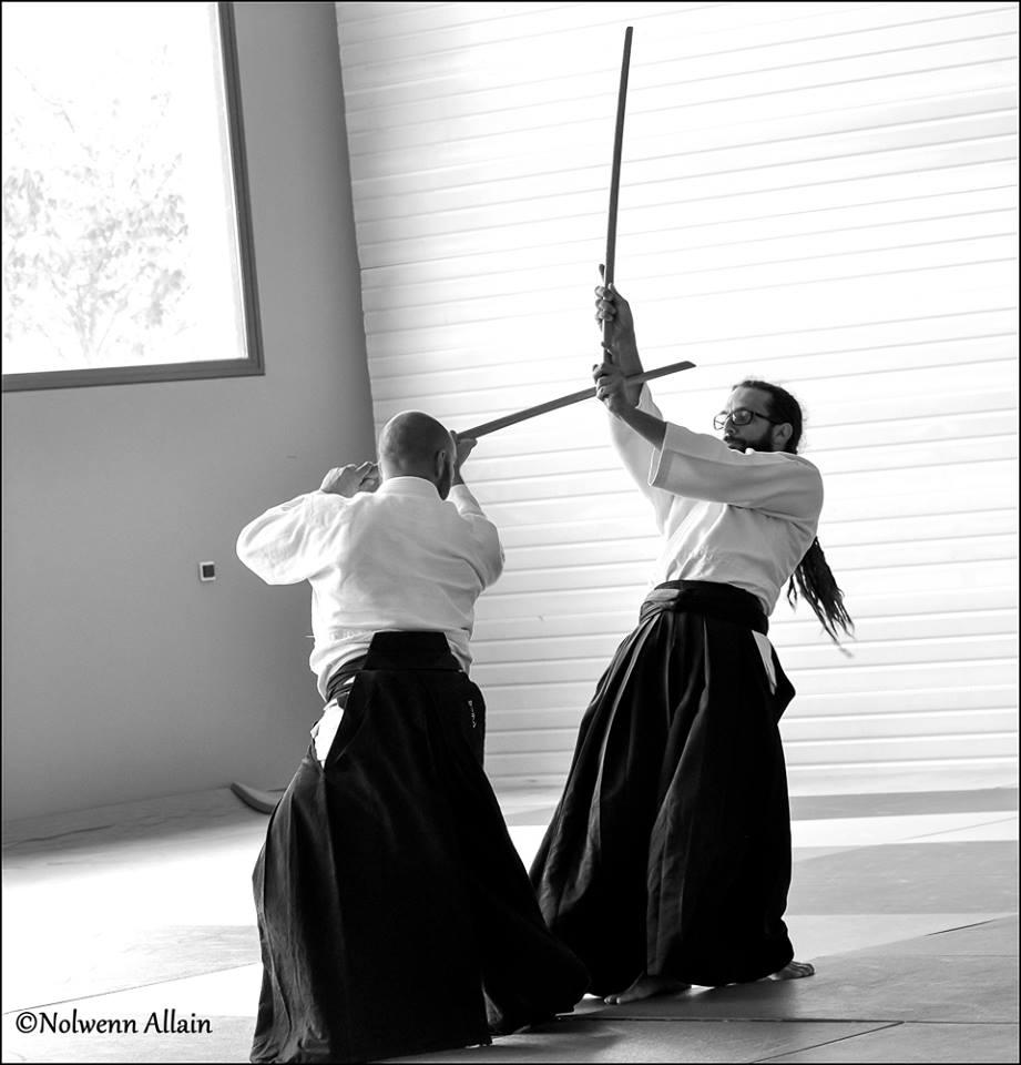 Entraînement d'Aïkido avec utilisation du bokken (sabre).